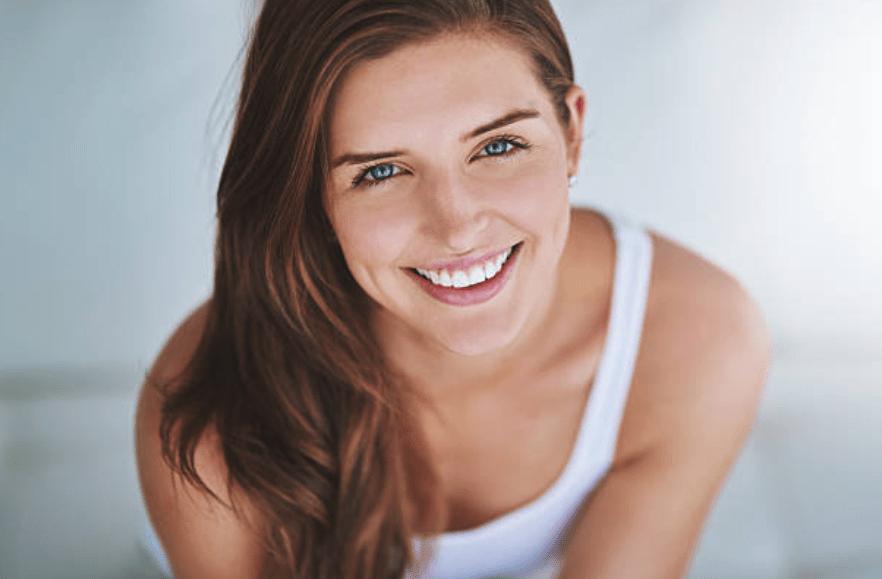 улыбающаяся девушка, фото